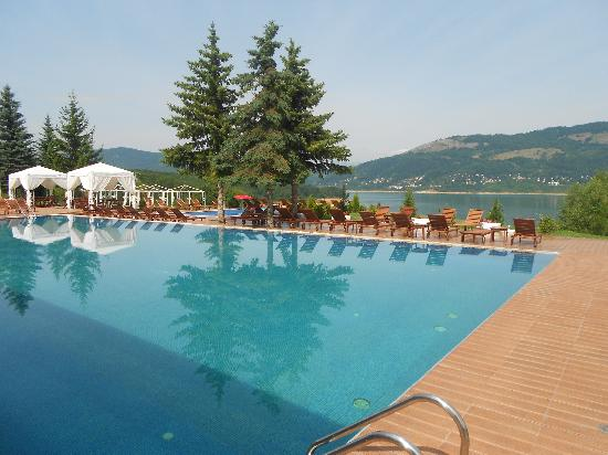Mavrovo, Macedonia: Outside Pool