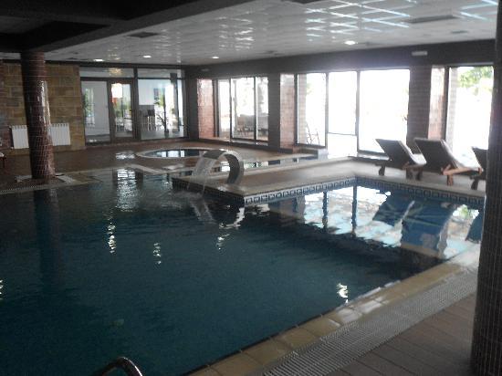 Mavrovo, Macedonia: Inside Pool