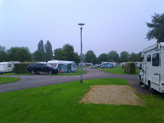 South Cerney, UK: Not packed in