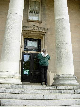 Staten Island, NY: a marble entrance
