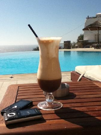 Vencia Hotel: Freddo by the pool