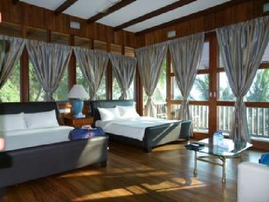 Rawa Island Resort: The spacious bedroom with two queen size beds.