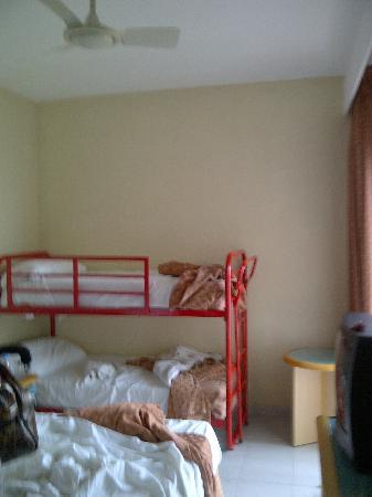 Sol Milanos Pinguinos: Family room? Not like website!!