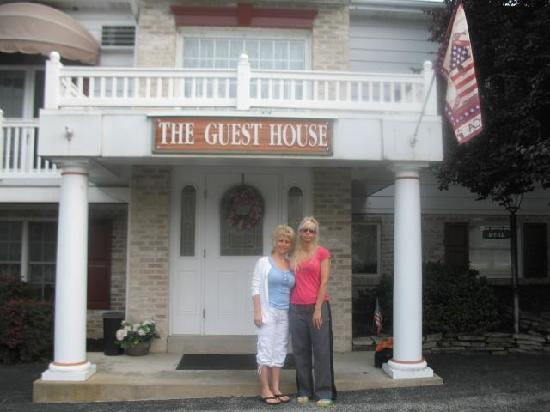 West Ridge Guest House: My friend and I out front