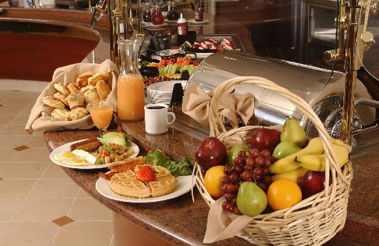 Hawthorn Suites by Wyndham West Palm Beach: Free full hot breakfast buffet daily