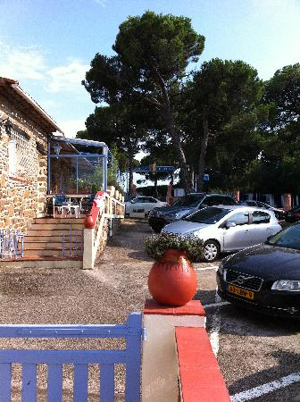 Hotel l'Amphore de l'Escalet : Lots of parking space ... for free.