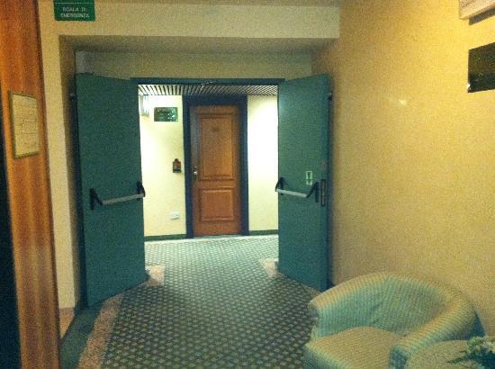 Hotel Valdarno : Corridor