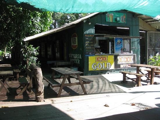 Mungumby Lodge: Loins Den Pub