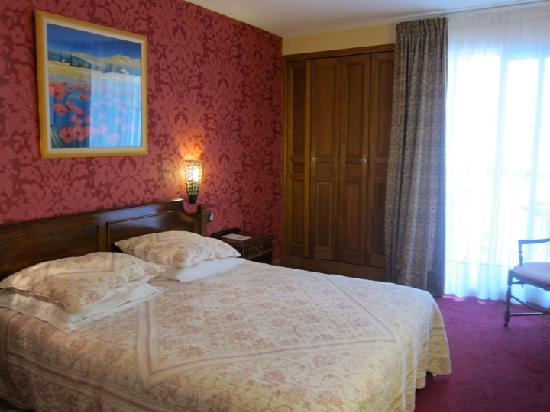 Hotel des Tuileries: Our room