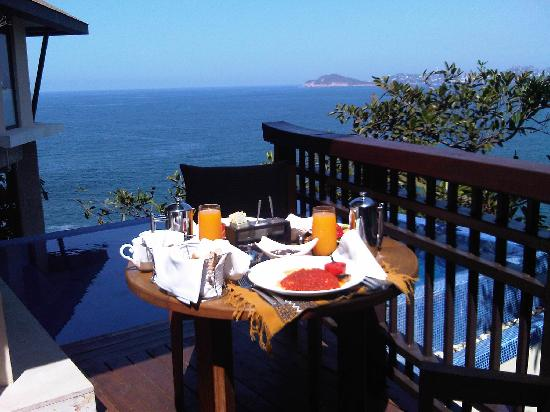 Banyan Tree Cabo Marques: An amazing breakfast served each morning by our own private pool
