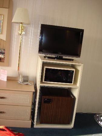 Empress Motel: TV, microwave, and minifridge