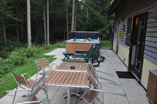 Center Parcs Longleat Forest: Sun terrace and hot tub