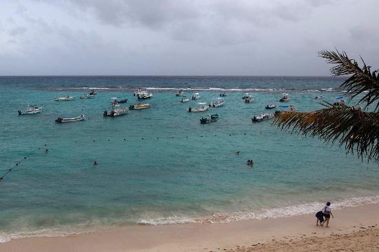 The Reef Coco Beach: Vu du plus haut étage possible à gauche de l'hôtel!