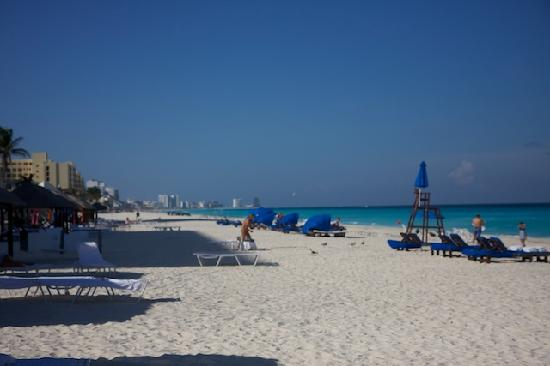 Ritz-Carlton Cancun: The beach