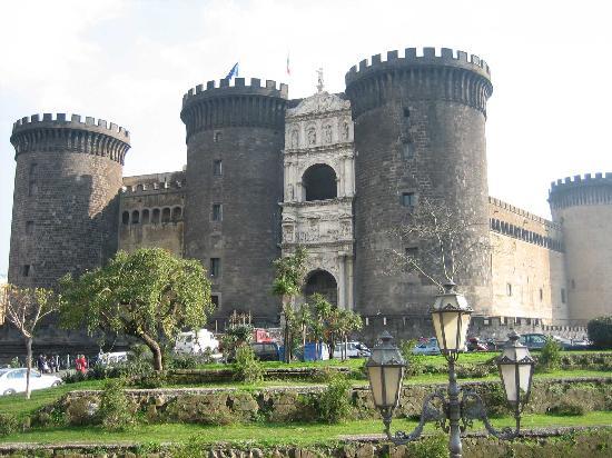 Nápoles, Italia: il maschio angioino