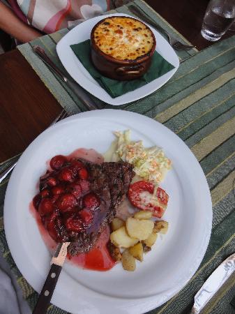 To Pigadi: Steak mit Erdbeeren