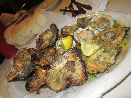 Felix's Restaurant and Oyster Bar: Char-Grilled Oysters! YUM!