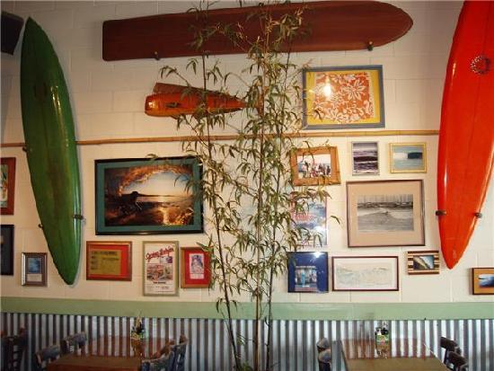 Kahuna Grill: Plenty of surfing memorabilia everywhere!