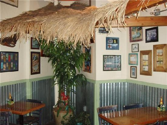 Kahuna Grill: Secluded corner under palm fronds is great for couples