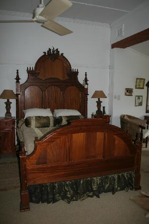 Seaforth Farm B&B : Magnificent Queen sized bed