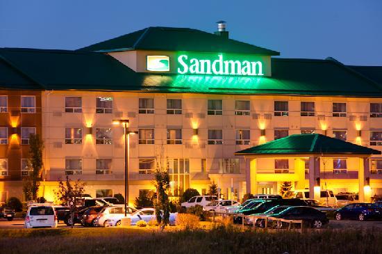 Sandman Hotel & Suites, Calgary Airport: Exterior