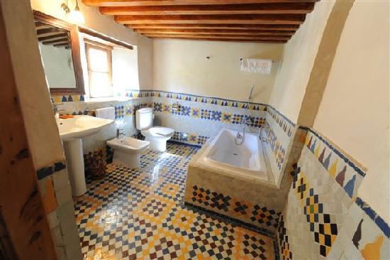 Riad au Vingt Jasmins : salle de bains R'bab