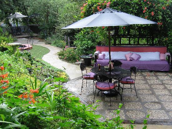 Victoria's Last Resort: Garden