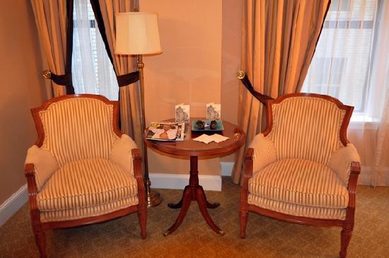 Hotel Plaza Athenee New York: Grand Luxe Bedroom