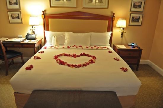 Hotel Plaza Athenee: Grand Luxe Bedroom