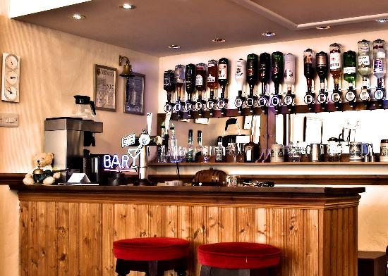 The Cameo, Bar