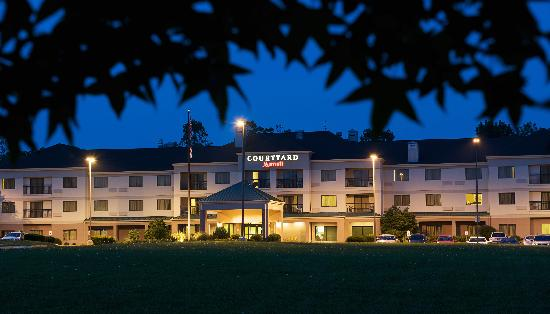 The Courtyard Columbus Tipton Lakes hotel is located near many corporate companies and minutes f