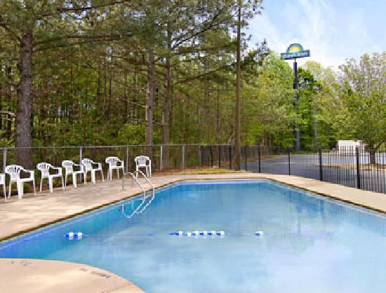 Days Inn Villa Rica: Our seasonal outdoor swimming pool