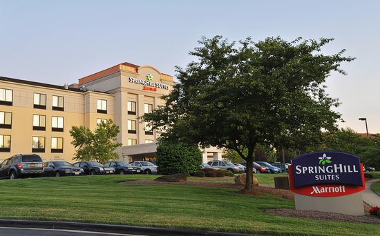 SpringHill Suites Baltimore BWI Airport : The SpringHill Suites BWI Airport hotel is located just minutes from BWI Airport, Camden Yards,