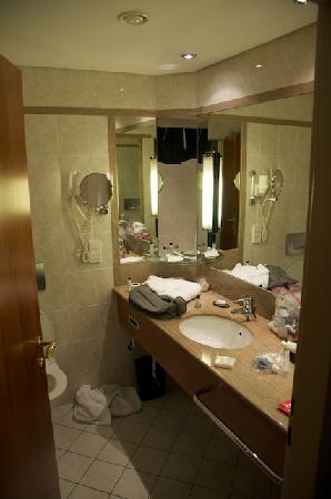 Nice bathroom standard amenities picture of prague for Nice bathrooms
