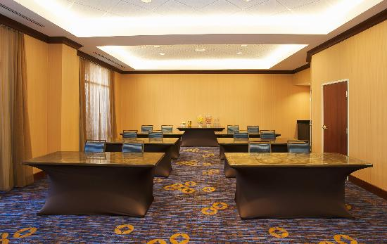 Courtyard by Marriott Louisville Airport: Our meeting room accommodates up to 45 people for both corporate and social events. Set up class