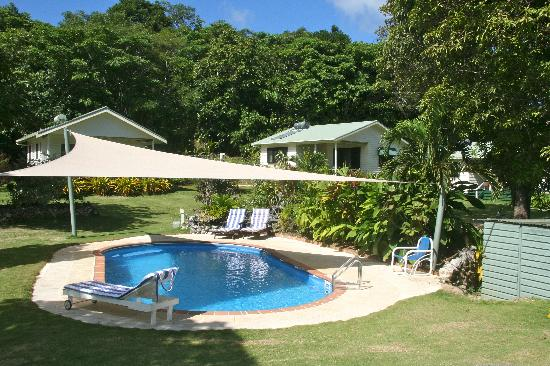 Namukulu Cottages & Spa: View from pool to cottages