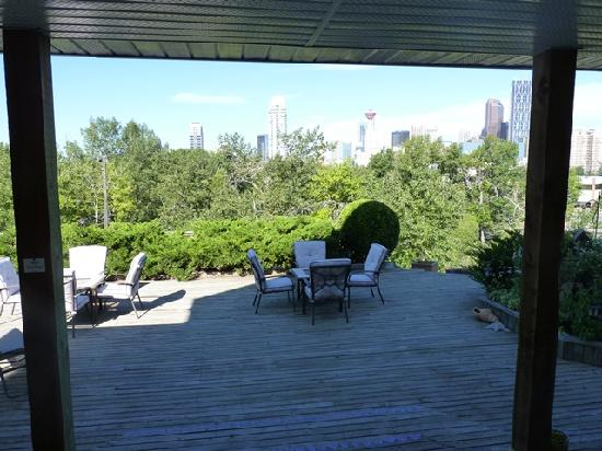 City Centre Riverpath Bed & Breakfast: View from sun deck to downtown