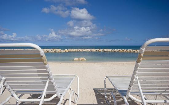 سانسيت كوف (تريجار آيلاند كوندوس سابقا): Relax on the beach
