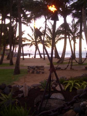 Maui Schooner Resort: Beach at Mama's Fish House- Must GO!