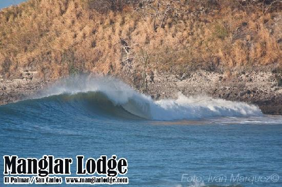 Manglar lodge is located just a walk from many surf spot on this photo palmar point