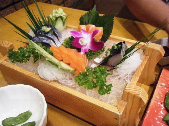 Kimono Japanese Restaurant : サーモンとしめ鯖。味はまあまあ