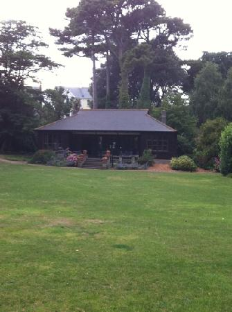 Cliffden Hotel: the summer house tucked away