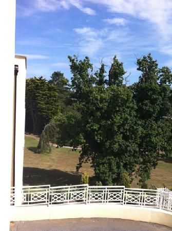 Cliffden Hotel: hotel grounds
