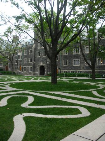 โตรอนโต, แคนาดา: University of Toronto Campus - Trinity quad