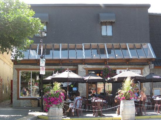Whitetooth Mountain Bistro: View from the street