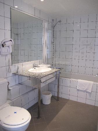 Kyriad Mulhouse Centre : Room # 506 (bathroom)
