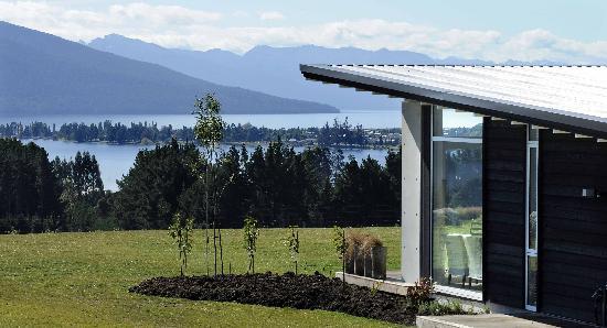 Prospect Lodge B&B: Prospect Lodge overlooking Lake Te Anau
