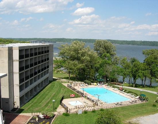 Buchanan, TN: Every room has a balcony with beautiful views of Kentucky Lake