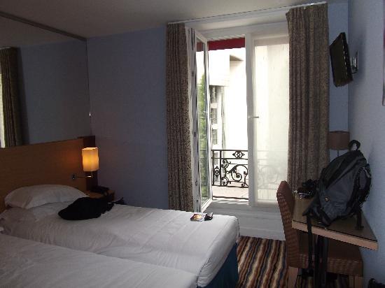 Hotel Pavillon Bastille: The rom from the door corner