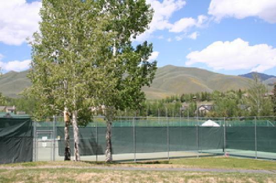 Elkhorn Village Condos : Elkhorn Village Tennis